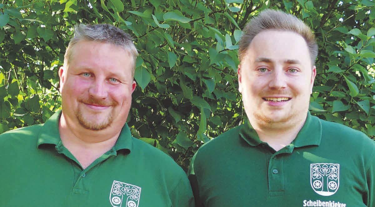 Scheibenkieker Thomas Hahn (Junggesellschaft) und Sammy Nordmeyer (Bürgercorps).