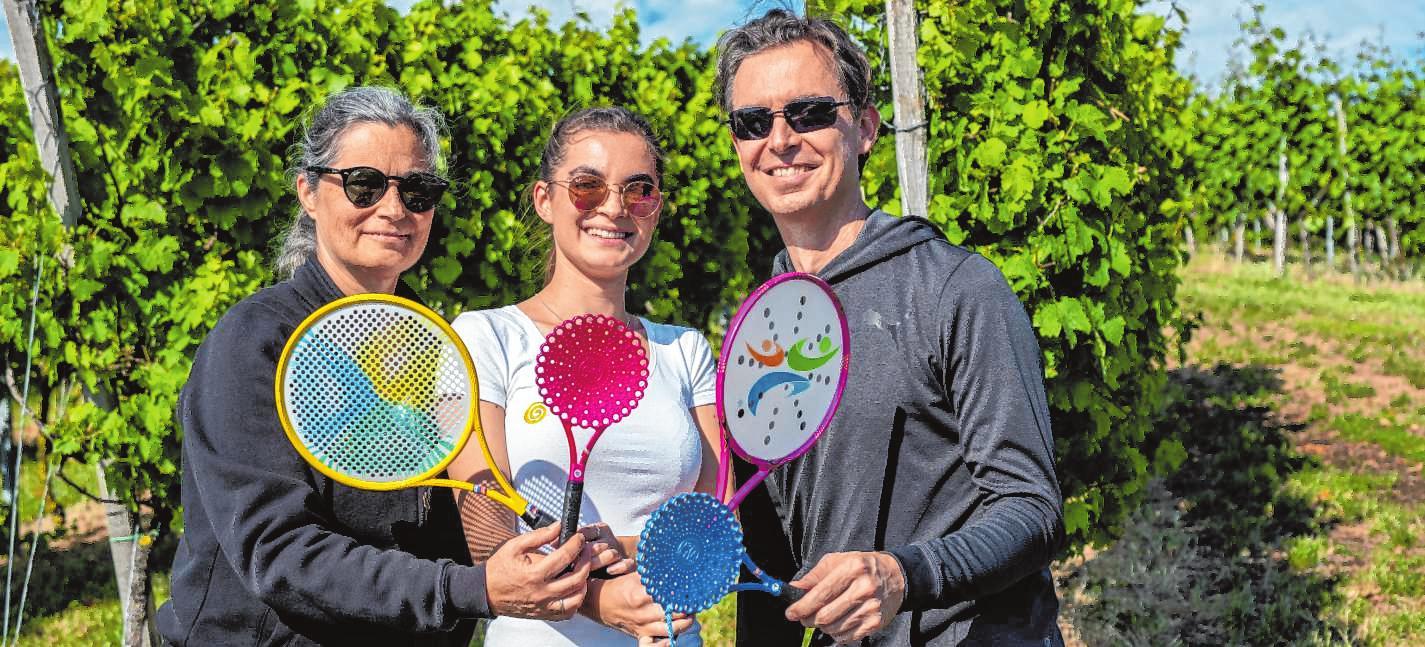 Eine ganze Familie im Bailong-Ball-Fieber: Susanne, Shannon und Mike Ritz (v.l.) sind fasziniert von der in China entstandenen Sportart. Bild: Thomas Neu