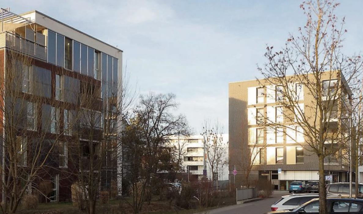 Alt und neu ergänzen sich in Derendingen besonders gut. Die urbane Struktur im Mühlenviertel zeigt sich auch im Umfeld der ehemaligen Ölmühle Wohlbold, wo ein gemischt genutztes Stadtquartier entstand. Bilder: Stadt Tübingen / Uhland2