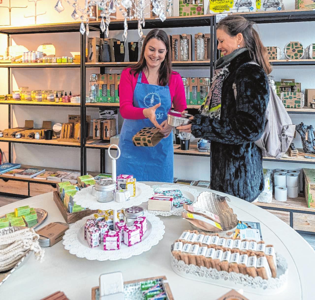 Für Gespräche und Beratung steht die Ladeninhaberin Sabrina Machleid für ihre Kunden immer gerne bereit. Bilder: Thomas Neu