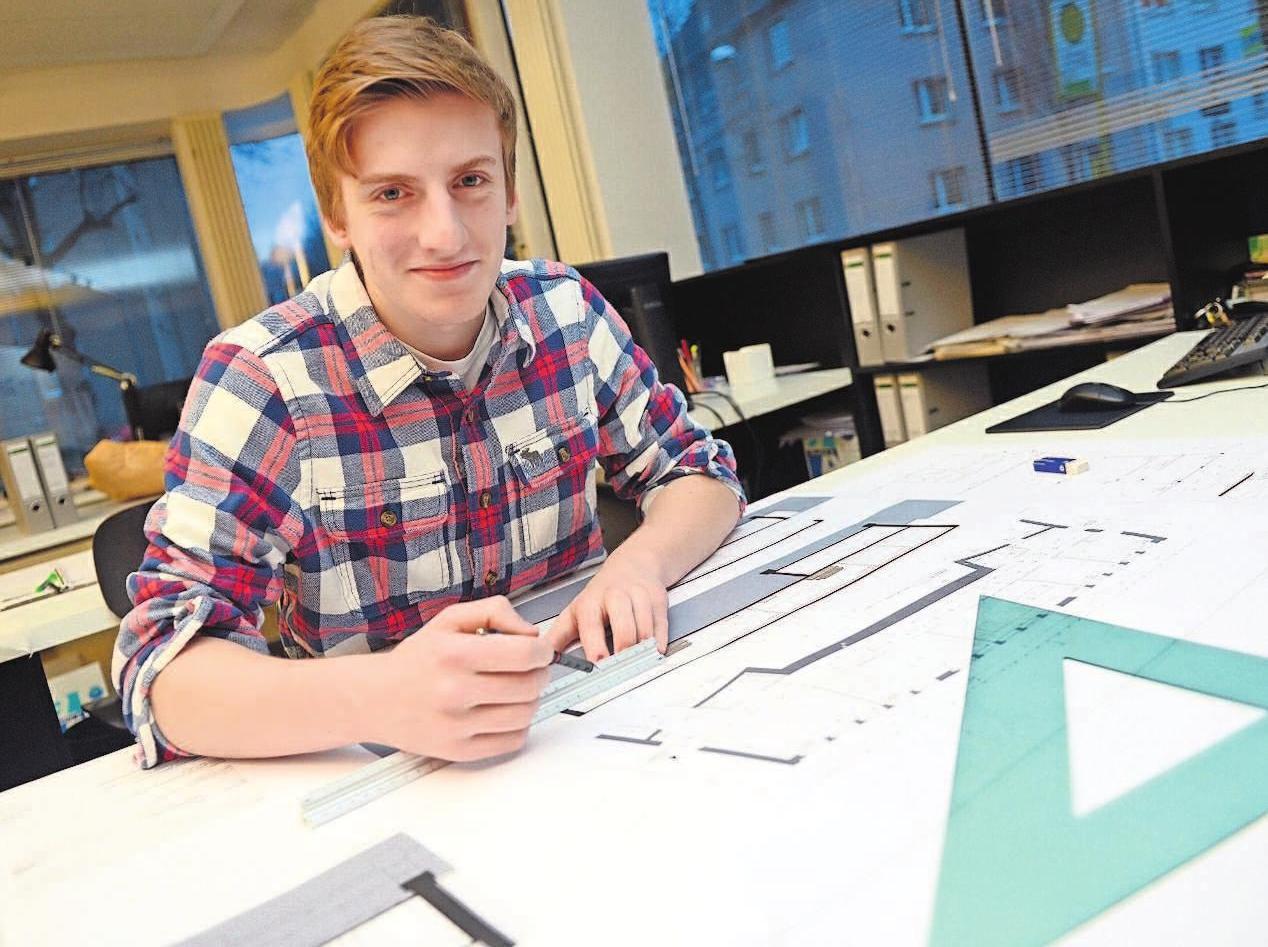 Der Bauzeichner ist die rechte Hand des Architekten.Foto: Caroline Seidel/dpa