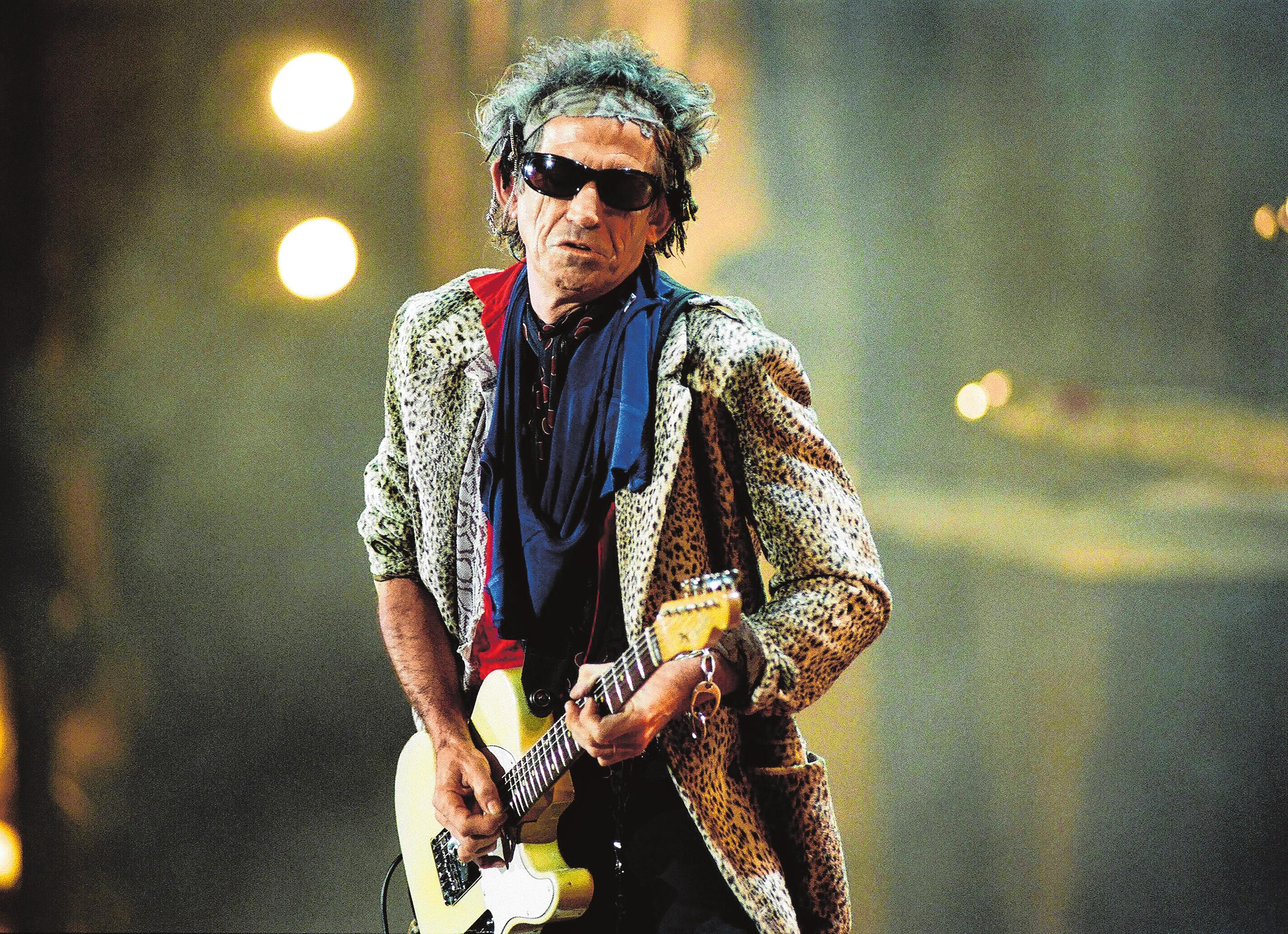 Eine von zahllosen Rocklegenden, deren Konzerte BB über die Jahrzehnte in der Region ermöglicht hat: Gitarrist Keith Richards beim Open Air der Rolling Stones am 12. September 1998 auf dem Maimarktgelände. BILD: THOMAS TRÖSTER