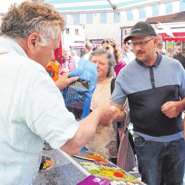 Riesiger Markt am Pfingstmontag Image 1