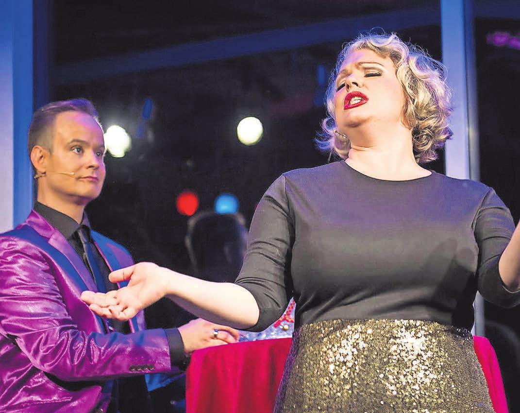Weihnachten mal anders mit Frank Jesko-Idler und Stefanie Dietrich am Brandenburger Theater. FOTO: JULIANE MENZEL