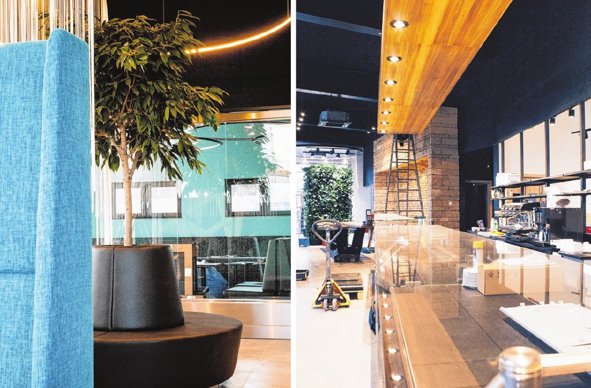 """Im Gastro-Bereich erwarten die Gäste gemütliche Lounge-Möbel, die lange Verkaufstheke eröffnet den Kunden hinter den Regalen den Blick in die """"gläserne Backstube."""