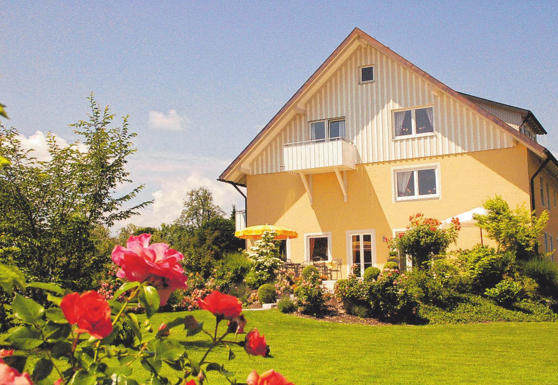 Umgeben von einem Feng-Shui-Garten in der Nähe des Bodensees inmitten von Wasserburg, befindet sich das Gästehaus Zürn. FOTO: OH