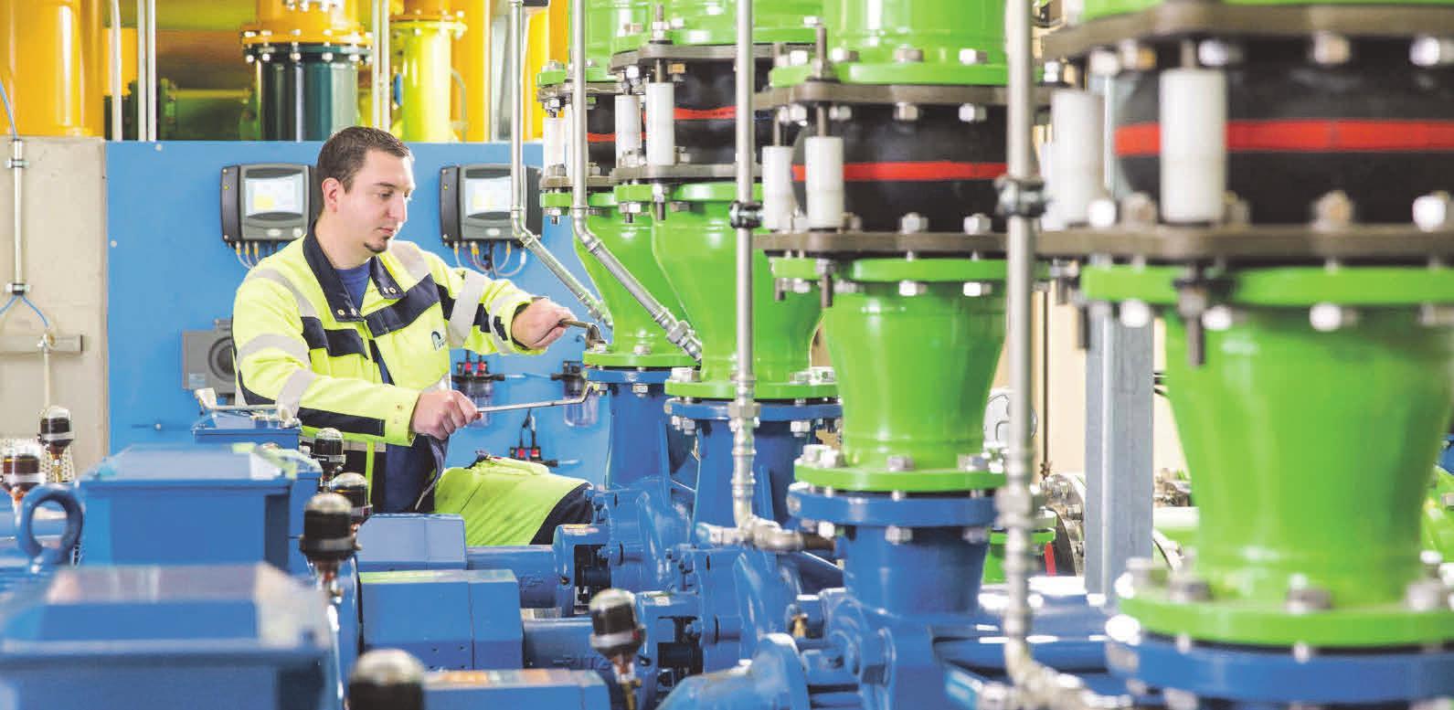 Nachhaltige Konzepte – dafür steht der Wasserverband Peine. Geschäftsführer Olaf Schröder (links) plant mit seinen Kollegen zum langfristigen Nutzen von Mensch und Umwelt. Fotos: Wasserverband Peine