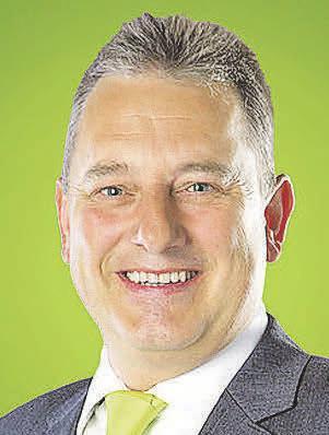 Agenturinhaber Stefan Schiffelholz berät, wenn es um Zahnersatz-Zusatzversicherungen geht. Foto: privat