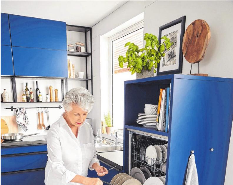 Nie wieder bücken: Viele Küchengeräte lassen sich auch erhöht einbauen – der Geschirrspüler etwa. Fotos: dpa