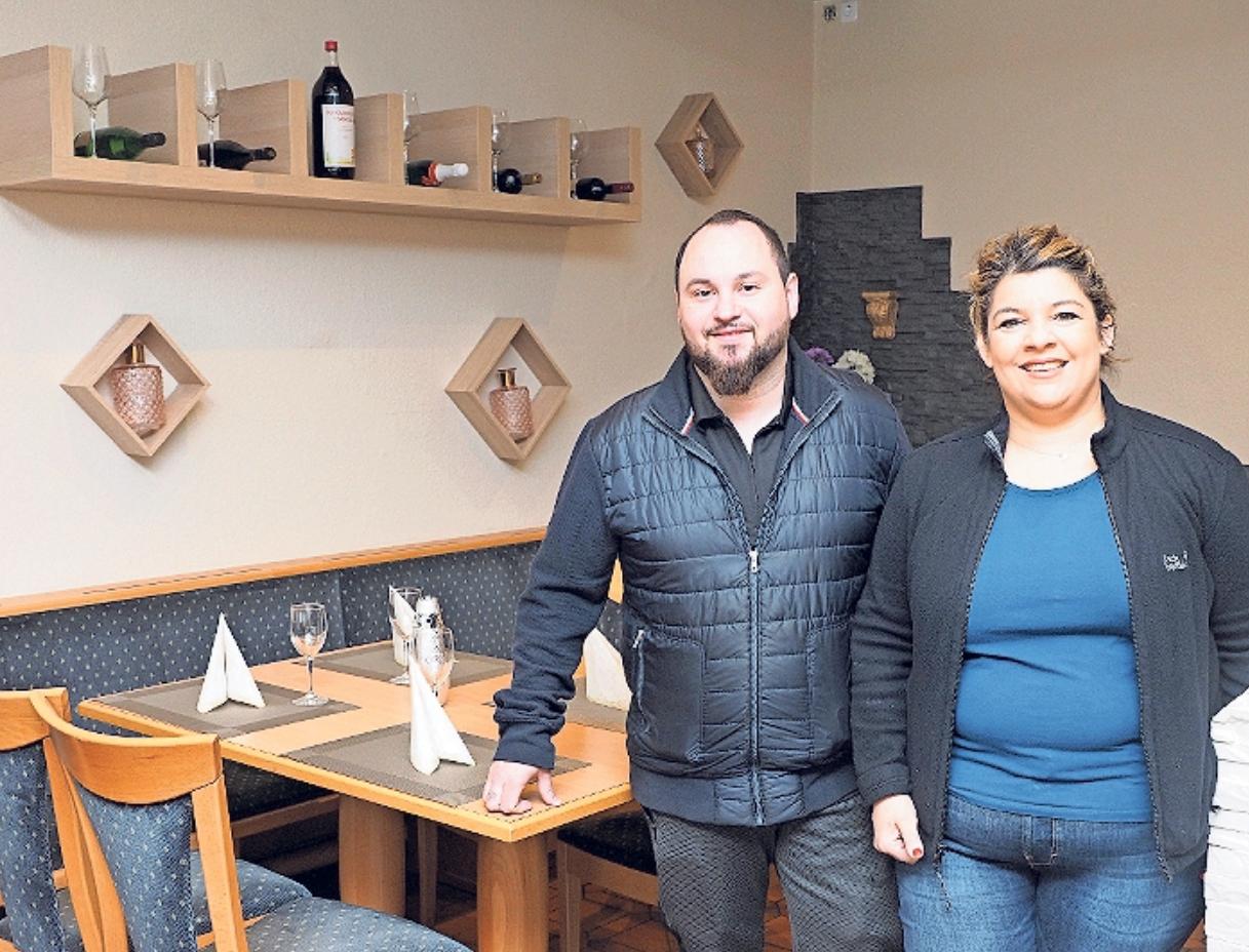 Foteini Batzaka, die Wirtin des ASV-Sportheims, und Christos Soflos eröffnen heute ihr neues Restaurant in der ehemaligen Traditionsgaststätte Gerbersbeck. Foto: Klaus Trenz