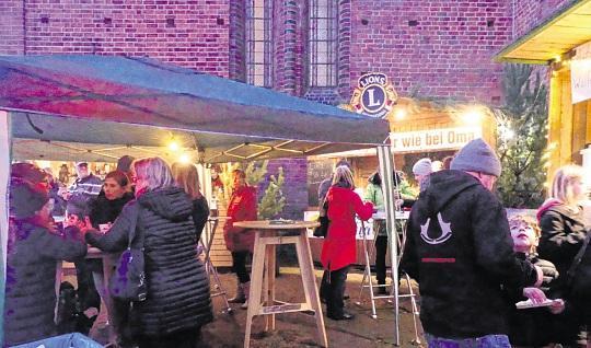 Altstadthändler luden Adventsmarktbesucher nach Parchim ein