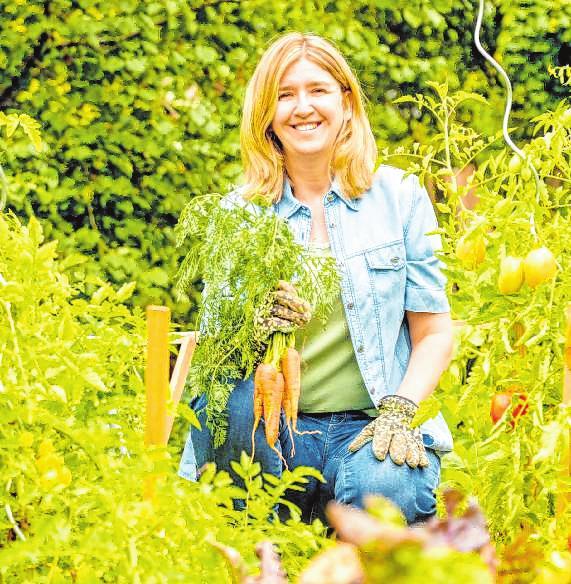 Doris Kampas ist Agrarwissenschaftlerin und Gartenbuchautorin aus Österreich.