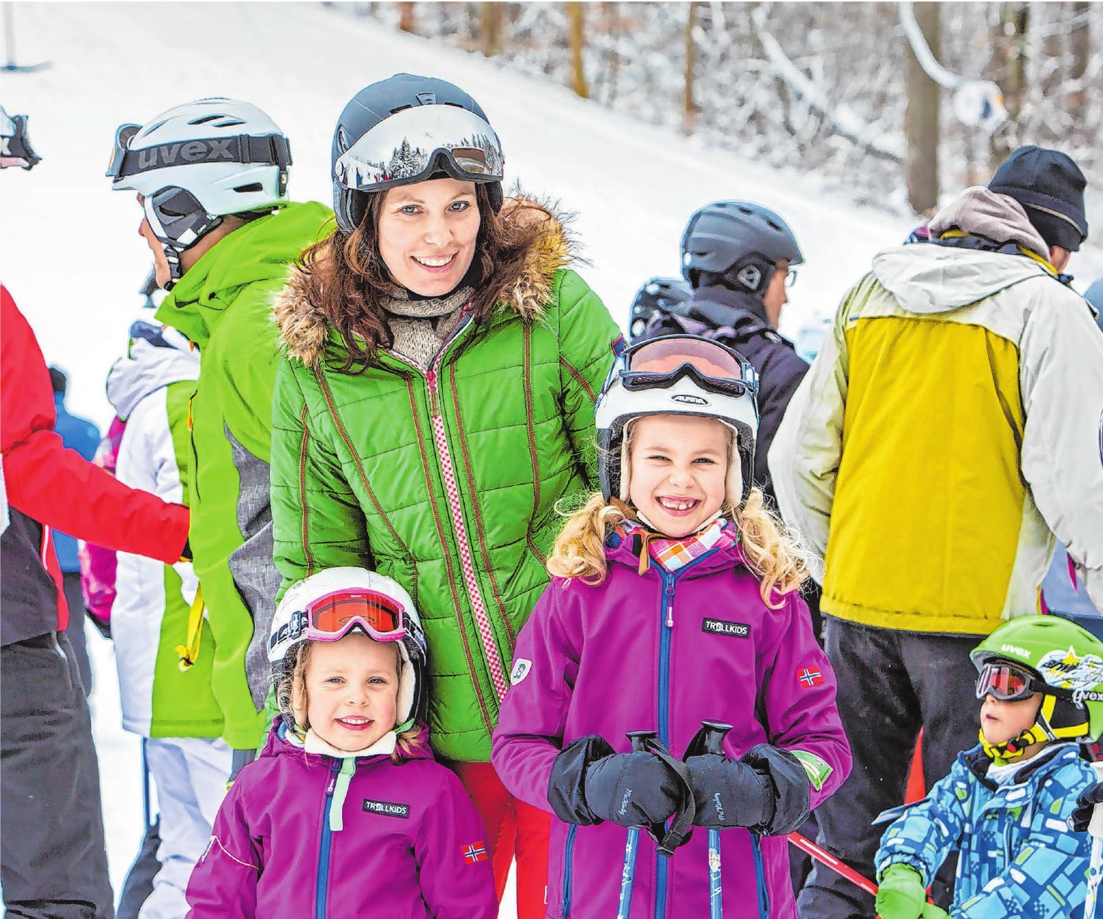 Für Wintersportler wird im Zollernalbkreis so einiges geboten. In Onstmettingen gibt es beispielsweise den Premium-Winterwanderweg Wintermärchen. Fotos: Zollernalb-Touristinfo