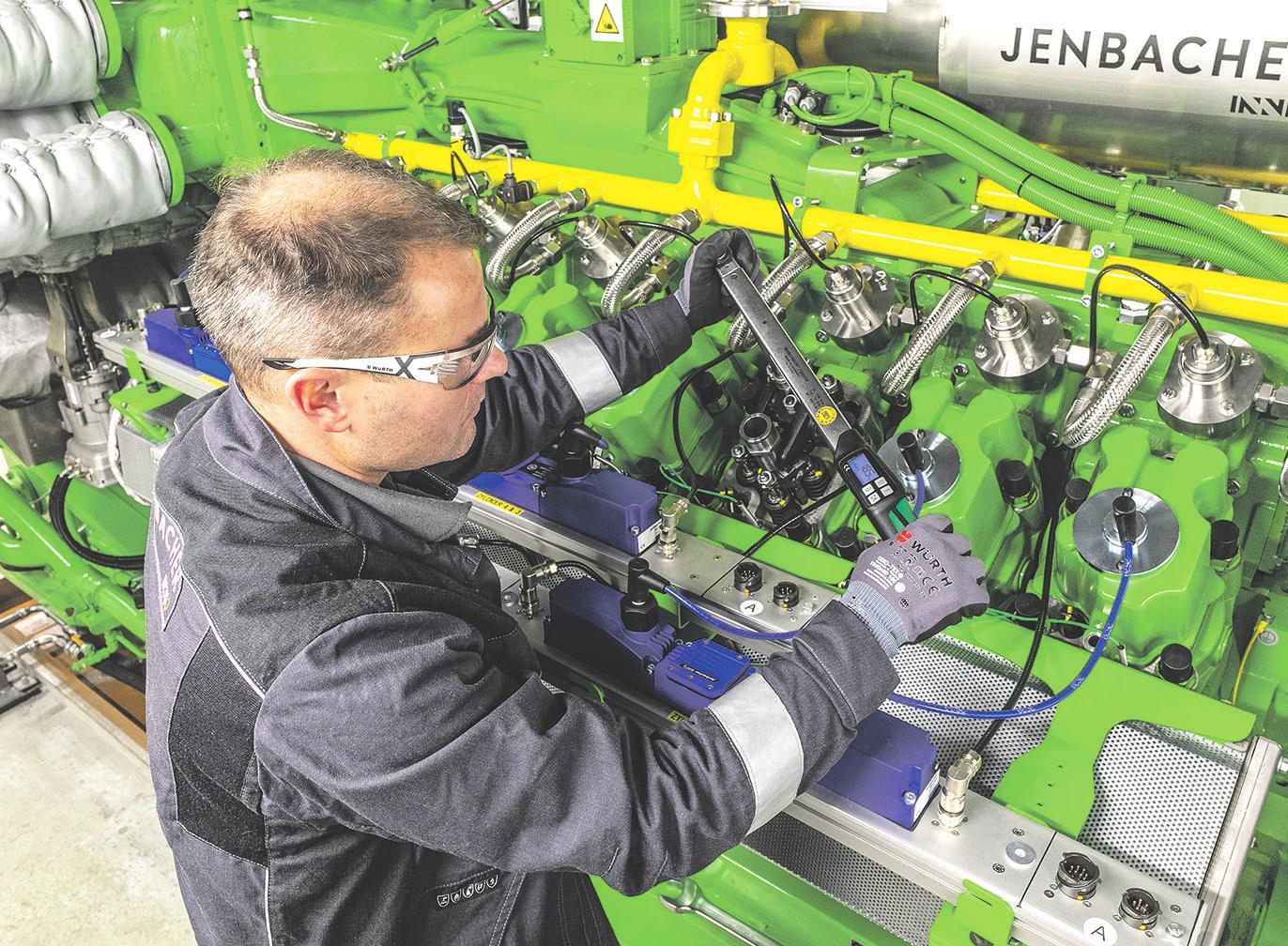 Wartungsarbeiten am Blockheizkraftwerk in Hamburg-Othmarschen, das dort gemeinsam von HanseWerk und Jennbacher INNIO mit bis zu 100 Prozent Wasserstoff betrieben wird