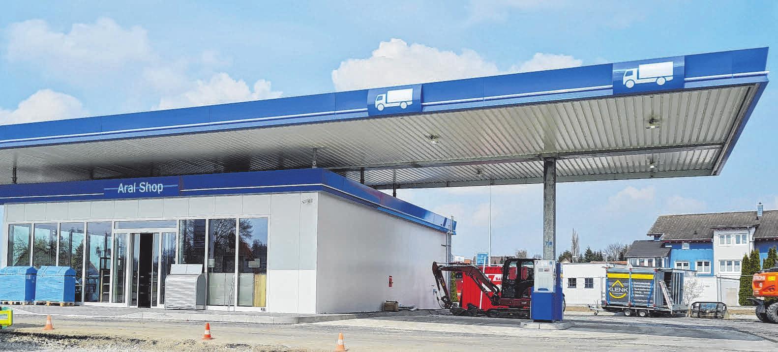 Die Lkw-Tankplätze sind von den Zapfsäulen für Pkw räumlich getrennt. FOTOS: OEL-HEIMBURGER
