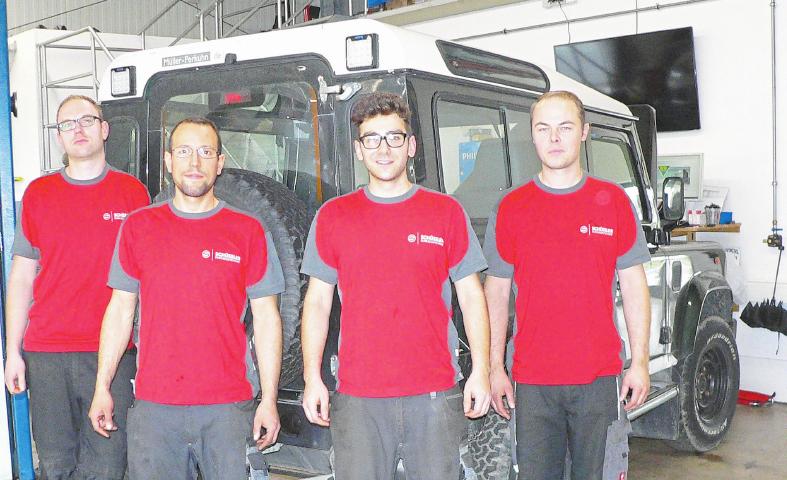 Das Team von Schüssler Fahrzeugtechnik: Patrick Kühnel (v.l.), Jörg Becking, Nico Gläser und Timo Schüssler. Foto: Dorothee Harbers