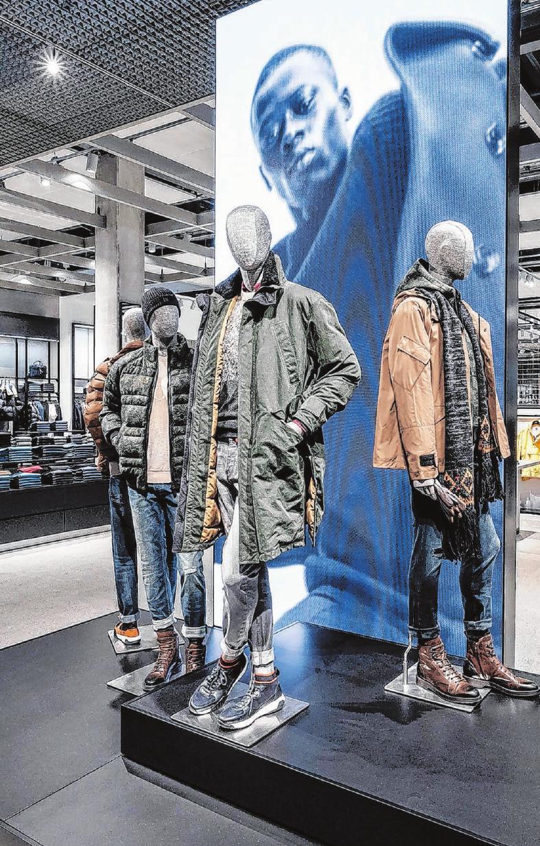 """Auch die so genannten """"Fashion Points"""" bieten Orientierung im großzügigen Outlet."""