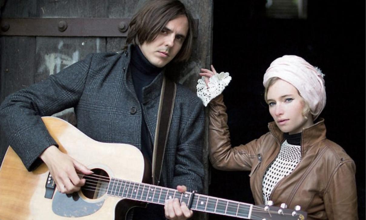 Pauline & Aleksi: Ein deutsch-finnisches Gesangs- und Gitarren-Duo. Zusammen schreiben sie Stücke, die die musikalischen Wurzeln der beiden Musiker zusammenfließen lassen.