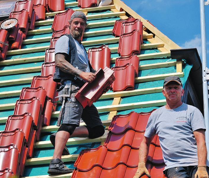 Die Experten von RW Bedachung kümmern sich um einen dichten, gut gedämmten Dachstuhl und beraten zu allen Themen rund um die Altdach-Sanierung