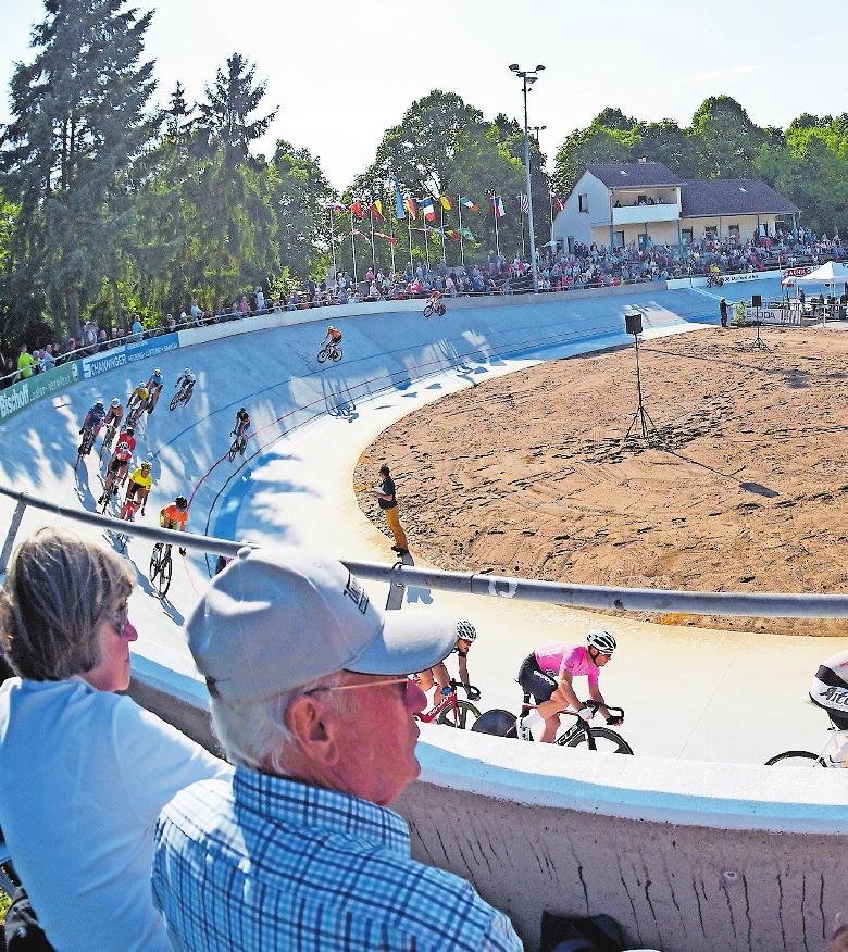 Anziehungspunkt für Sportler und Zuschauer: die Radrennbahn in Dudenhofen. ARCHIVFOTO: KUNZ