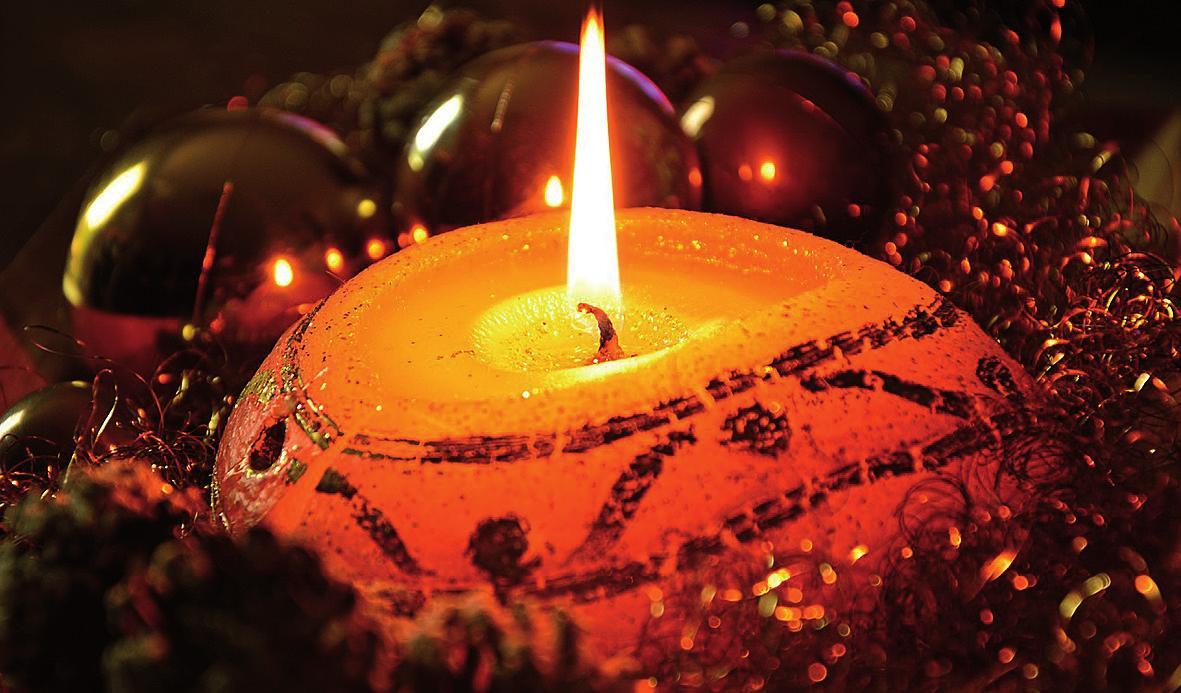 Wer Kerzen selber herstellt, kann sie nach individuellen Vorlieben gestalten. Foto: Pixabay / Peggychoucair