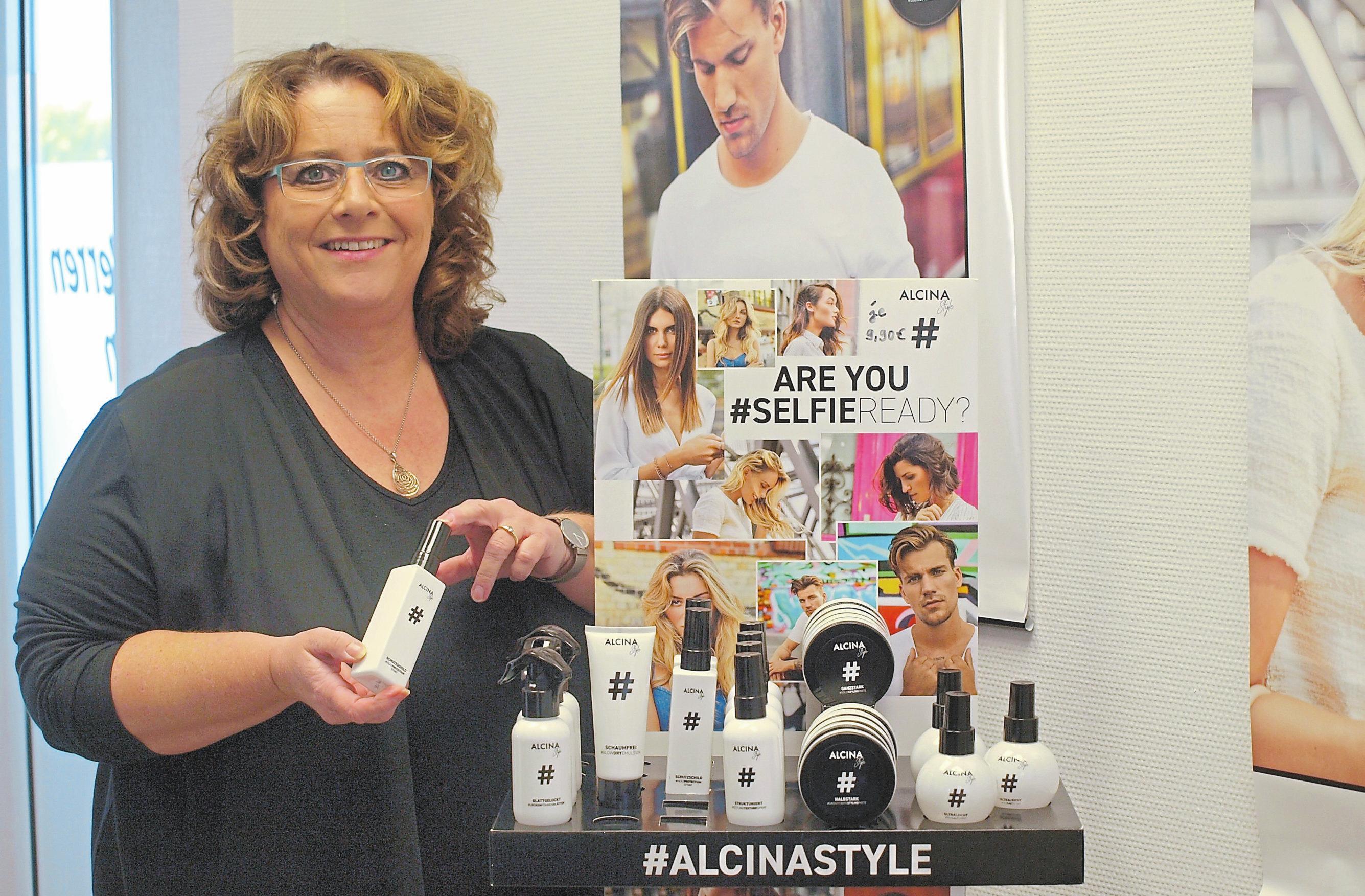 """Anja Anton präsentiert die neue Serie """"Alcina Styles"""", die sich vor allem jungen Kunden zuwendet."""
