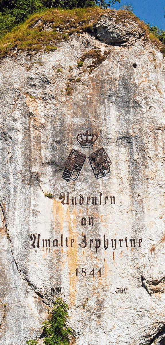 Amalienfelsen mit fürstlichem Allianzwappen und Inschrift.FOTO: MORITZ FUTTERER