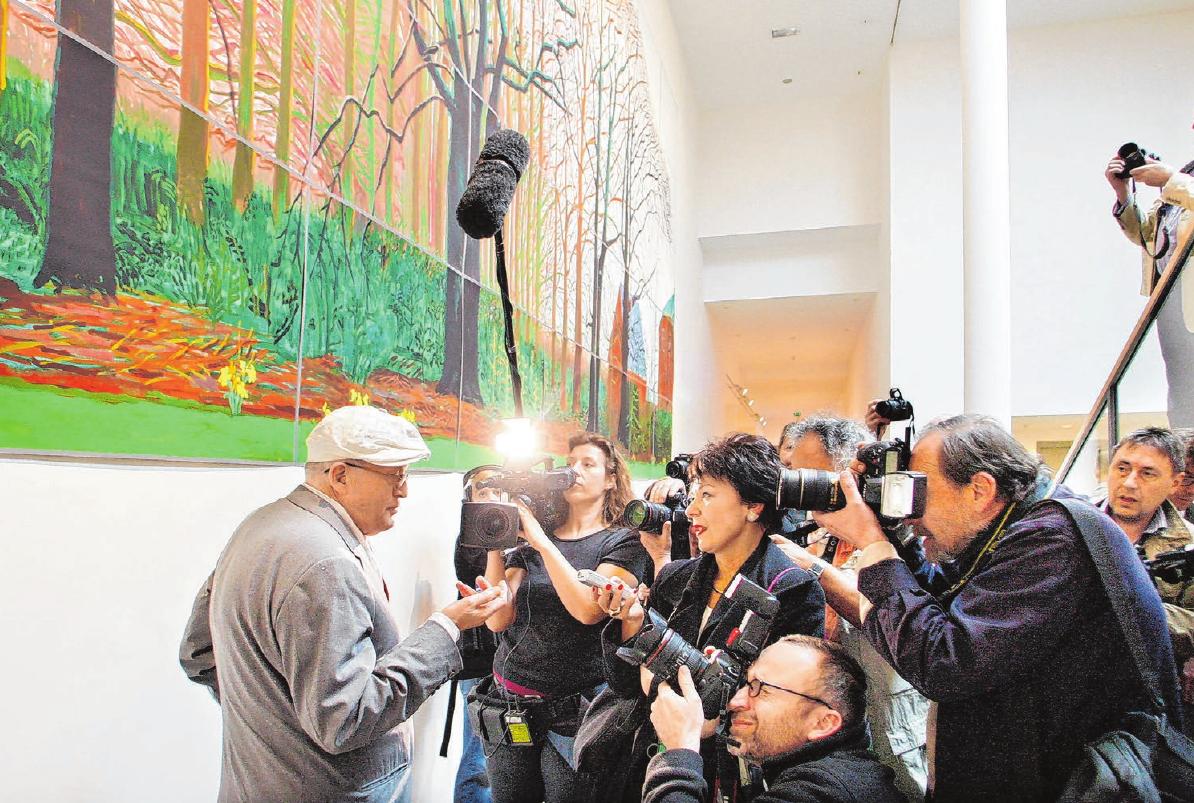 """Malerstar David Hockney lockt 2009 bei der Eröffnung der Ausstellung """"David Hockney – Nur Natur. Sammlung Würth und Leihgaben"""" viele Medienvertreter nach Hall. Fotos: Archiv"""