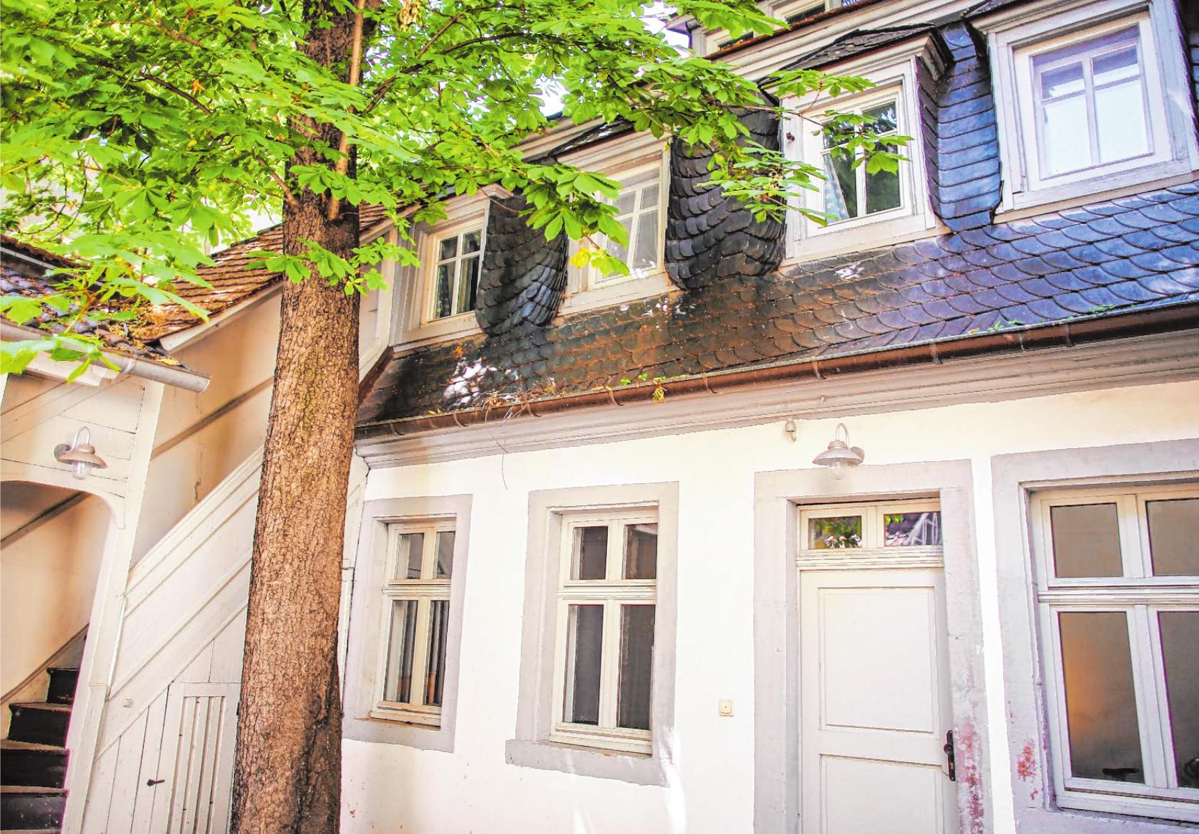 Nebenan, in B 5, 8, hat er in genau solch einem Haus zuletzt gelebt – das Anwesen steht jedoch nicht mehr. Dieses Haus in B 5, 7 erinnert als Museum Schillerhaus an das Wirken des Dichters in Mannheim. BILDER: PROSSWITZ