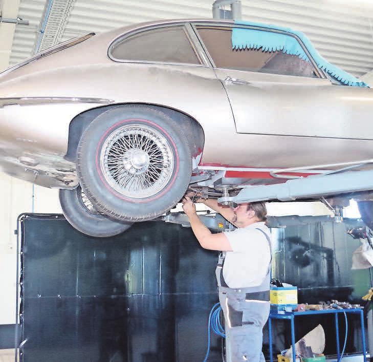 Mit Sachverstand werden sie wie der Jaguar E-Type repariert.