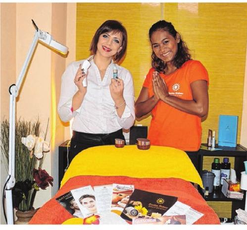Kosmetikerin Marina Bernhardt und ihre Chefin Suwarat-Amika Haag (von links) freuen sich auf viele Besucher. FOTO: HANNAH POMPALLA