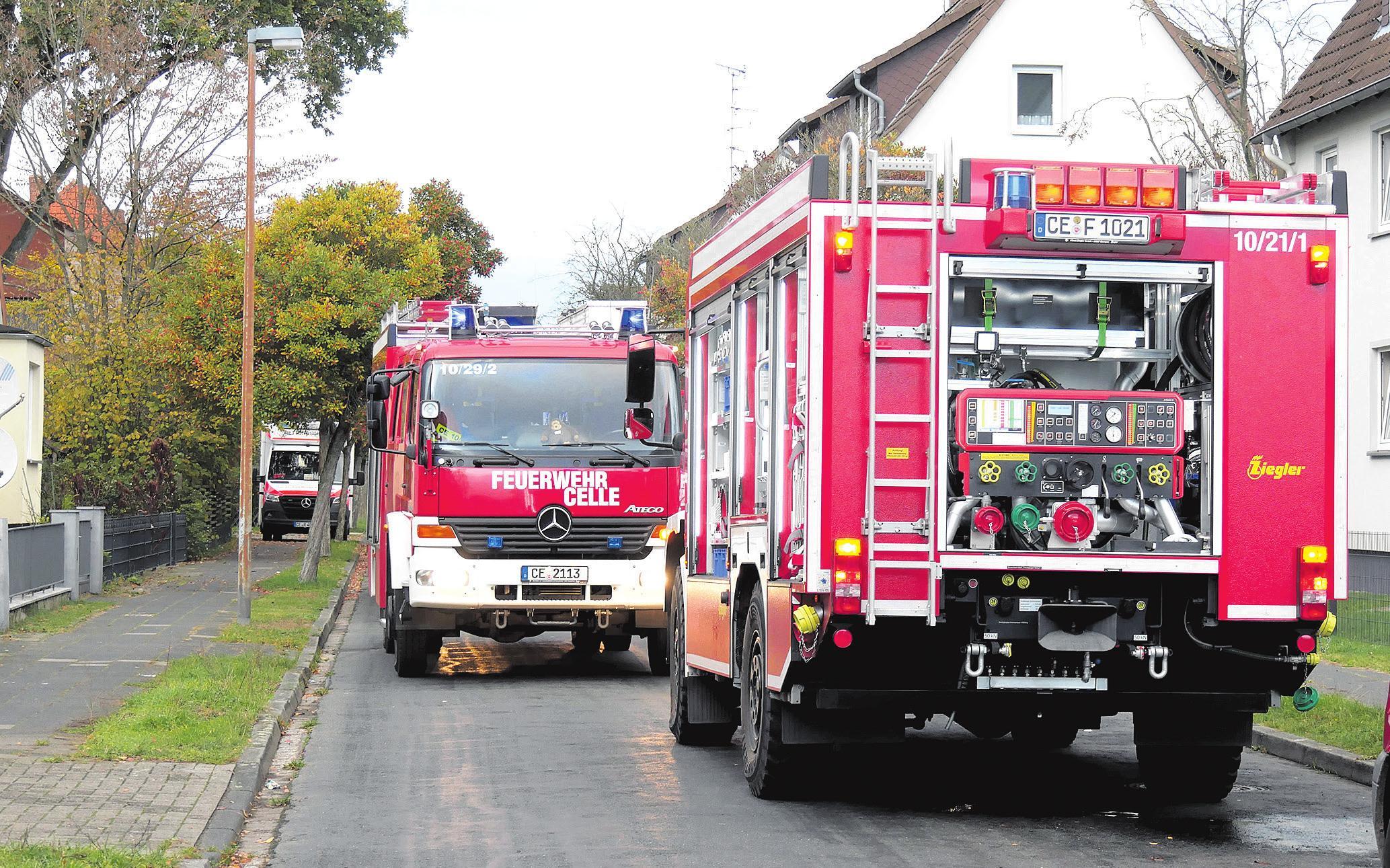 Fahrzeuge der Feuerwehr am Einsatzort. Foto: Feuerwehr Celle