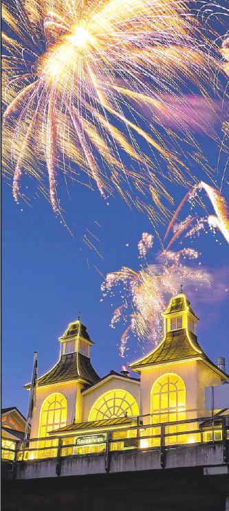 Das traditionelle Feuerwerk über der Seebrücke startet um 00.10 Uhr.