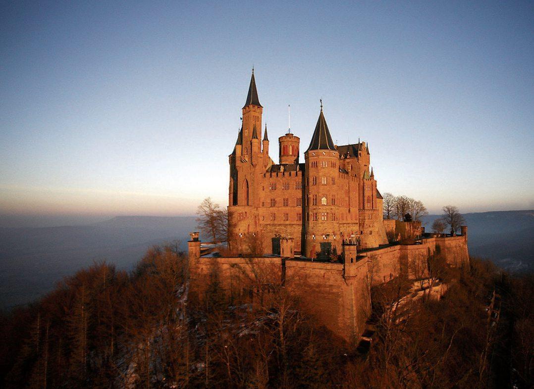 Die Burg Hohenzollern ist der Stammsitz des preußischen Königshauses und der Fürsten von Hohenzollern. Bild: Schwäbische Alb Tourismus, Fotograf: Achim Mende