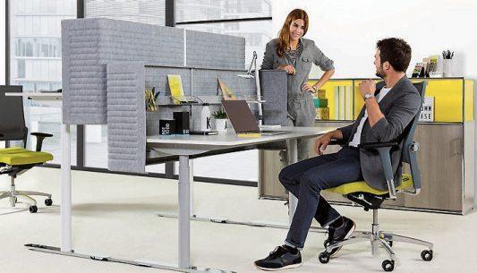 Rückenfreundliche Varianten sind sogenannte Aktiv-Bürostühle, die durch ihre hochflexible Bauweise Bewegungsanreize schaffen. Bild: Dauphin/ AGR