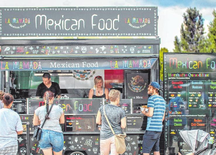 """Insgesamt 14 Foodtrucks, hier der La Mamada""""-Truck mit Mexican Food von Tobias Flohr und Philipp Geuder sorgen für ein breites Essensangebot."""