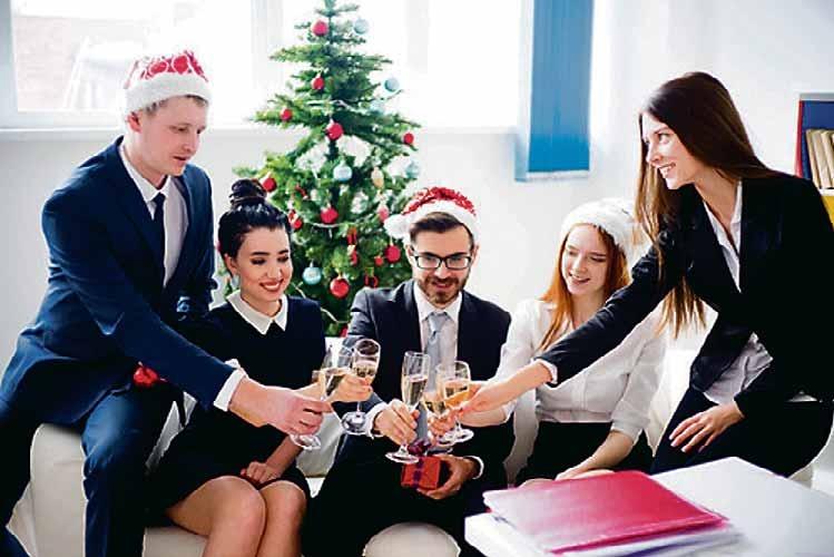 txn. Die Weihnachtsfeier im Betrieb ist gut für den Teamgeist und zum Kennenlernen der Kollegen - sofern sich alle an die Regeln halten. Foto: Nichizhenova Elena/Fotolia/randstad
