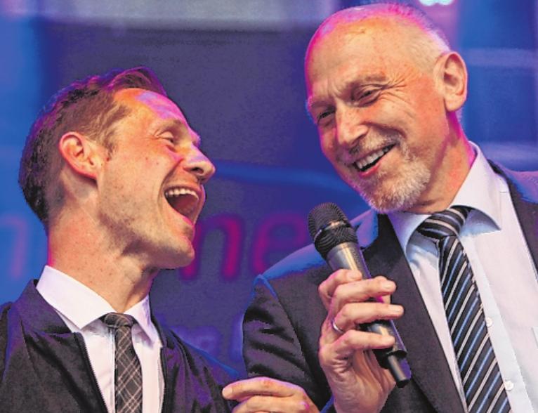 Die singenden Bürgermeister: Thorsten Wozniak und Erich Servatius. FOTO: MATTHIAS ENDRISS