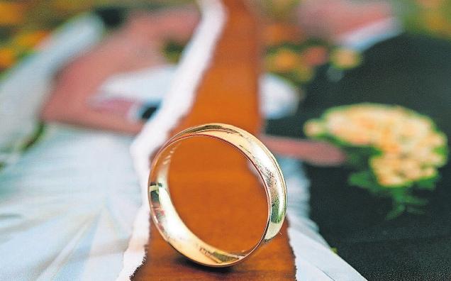 Wie Ex-Partner nach der Scheidung ihr Eigentum aufteilen, ist z.T. gesetzlich vorgegeben. Foto: Patrick Pleul/dpa-Zentralbild/dpa-tmn