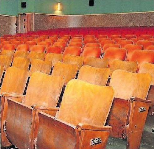 Ob auf Plüsch- oder Klappstühlen: das Capitol Lichtspieltheater hat Flair. | Archivfoto: Lenz
