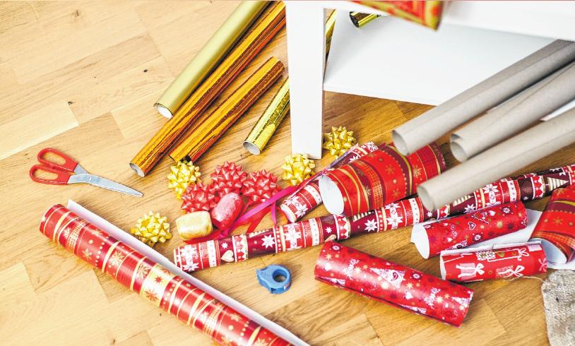 Die Stärke des Geschenkpapiers ist entscheidend dafür, dass die Geschenke später auch formschön sind.       FOTO: KLOSE, TMN