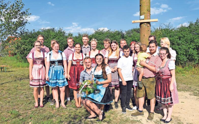 Die Mädels und Jungs der Landjugend Weidensees freuen sich auf die diesjährige Kirwa. Fotos: Marco Körber/Archiv Landjugend Weidensees