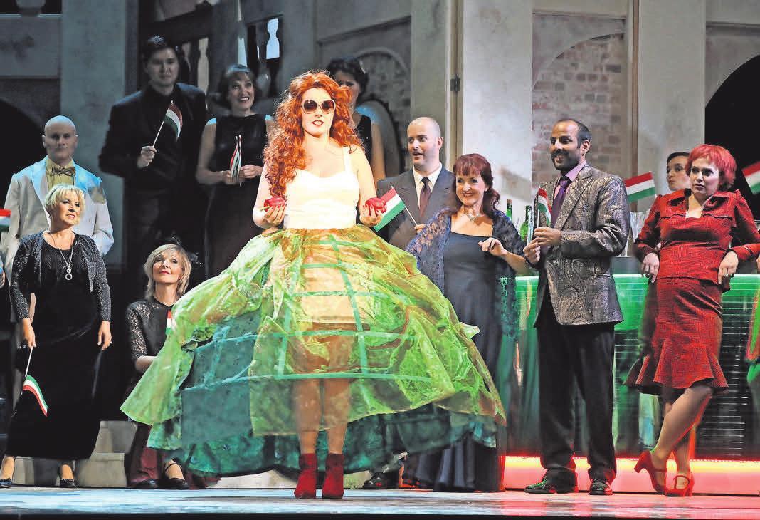 """Eine komische Operette in drei Akten von Johann Strauß kommt mit der """"Fledermaus"""" am Ostermontag auf die Bühne des Theaters Putbus. Foto: Vincent Leifer"""