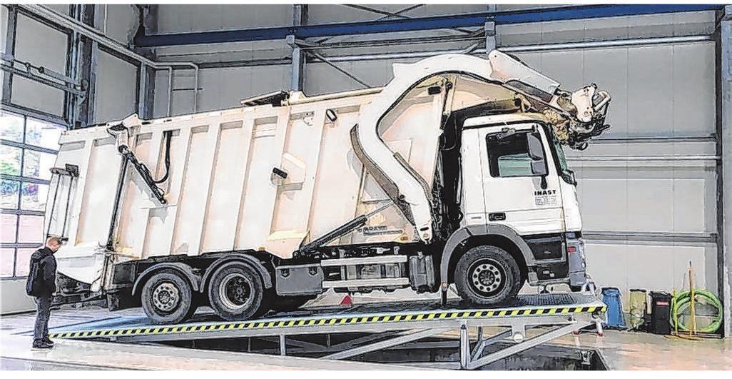 Die Schrägstelleinrichtung und die Hubarbeitsbühne für Lkw ist eine effiziente Errungenschaft für das Ebinger-Team.