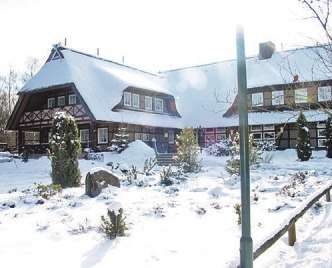 Ist auch im Winter wunderschön: der Undeloher Hof in der Heide Foto: Undeloher Hof