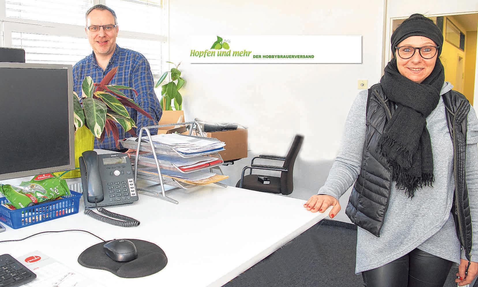 Firmengründer und Geschäftsführer Christian Herkommer und Geschäftsführerin Monika Muranyi freuen sich über den geglückten Umzug.
