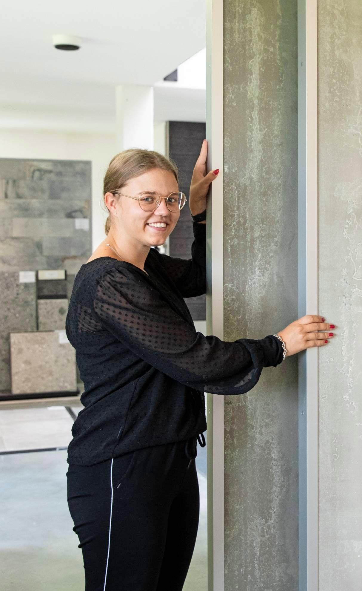Laura Blümel kennt sich bestens mit den Produkten aus und berät Kunden kompetent.