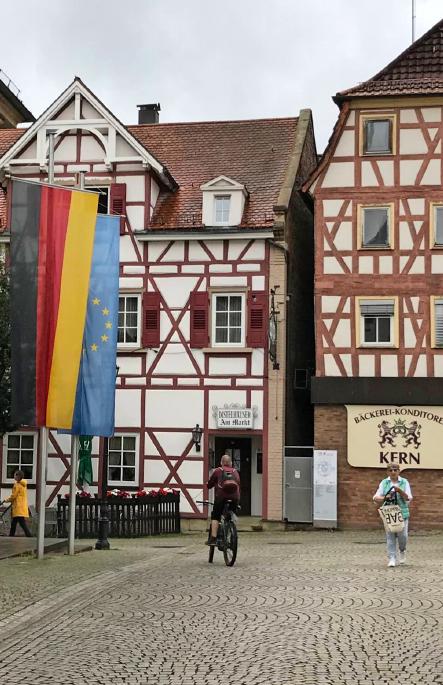 Das malerische Brackenheim ist immer einen Besuch wert. Aktuell gibt es den Summersale in den meist inhabergeführten Geschäften. Fotos: Silja Wohl