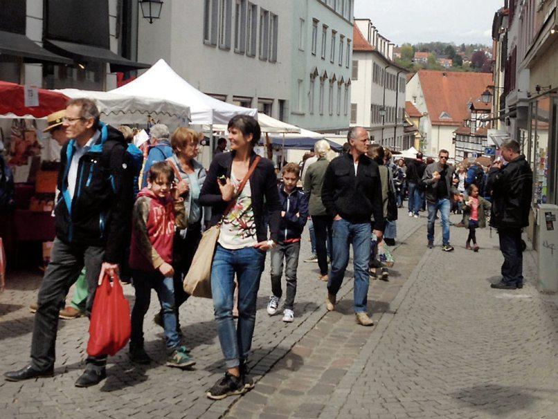 Regionalmarkt und Wochenmarkt laden morgen, am Samstag, 2. Oktober, zum Bummeln und Einkaufen in der Tübinger Altstadt ein. Wochenmarkt ist von 8 bis 13 Uhr, wobei einige Wochenmarktbetreiber auch bis zum Ende des Regionalmarktes um 18 Uhr bleiben. Archivbild: Uhland2
