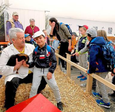 Besonders beliebt bei den Kindern: der Streichelzoo in Halle 1, der traditionellen Tierhalle.